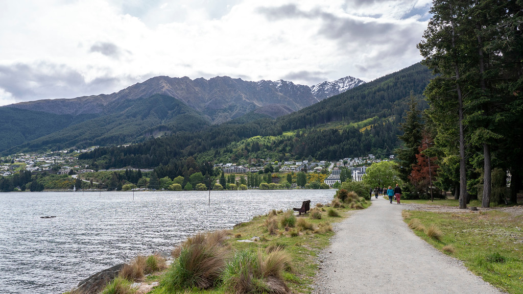Things to Do in Queenstown: Path along Lake Wakatipu