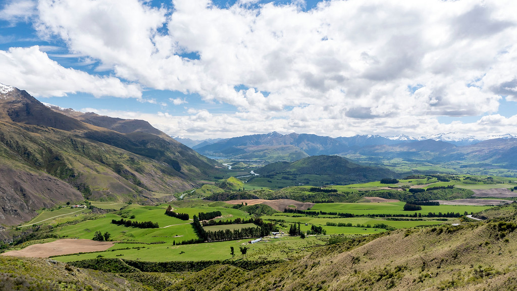 Day Trips From Queenstown: Crown Range Road Scenic Lookout New Zealand