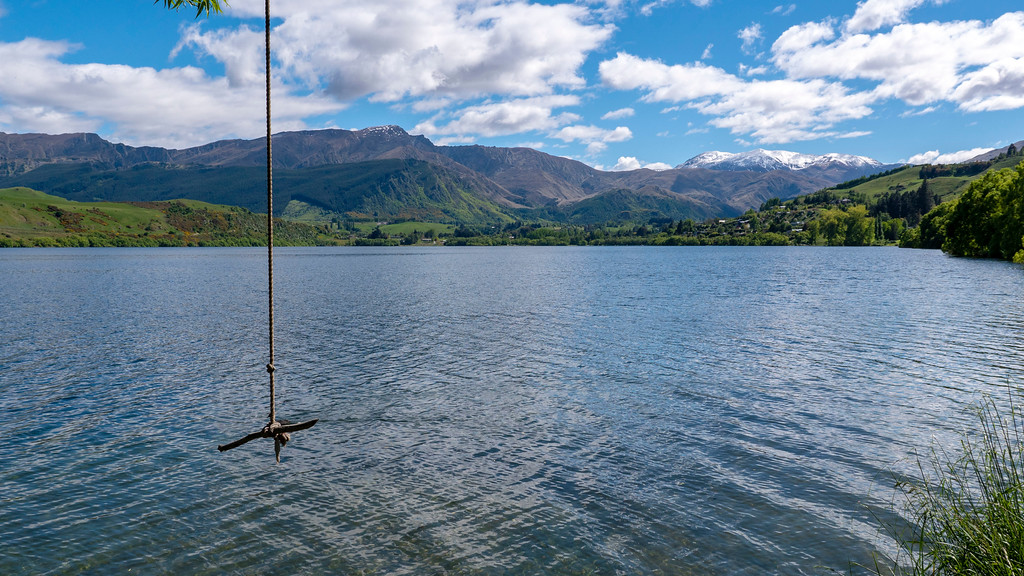 Day Trips From Queenstown: Rope swing at Lake Hayes