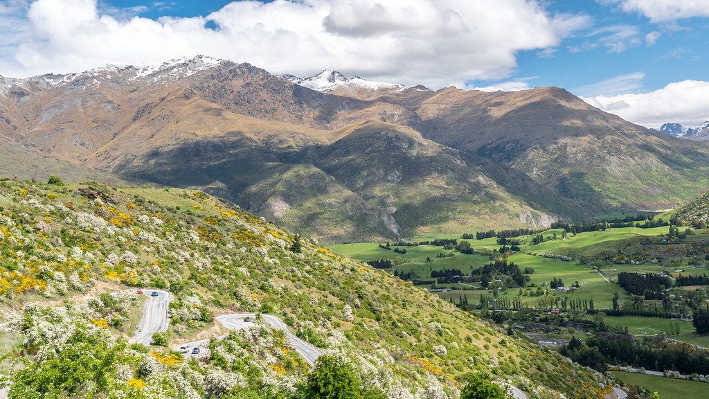 Day Trips From Queenstown: Scenic views and winding roads in New Zealand