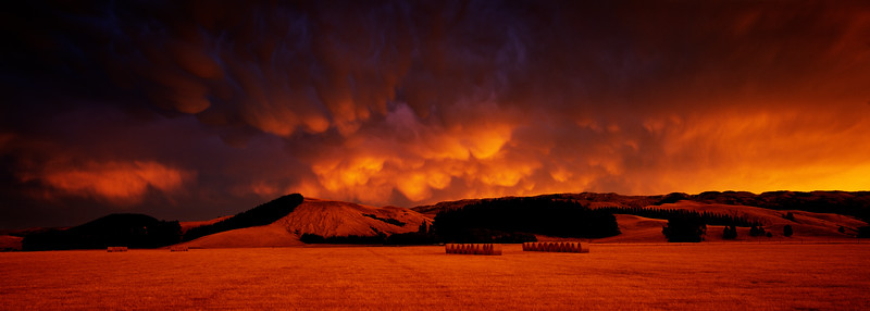 Mammatus storm clouds