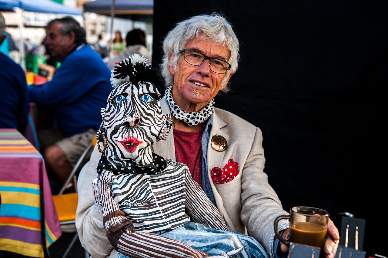 An artist from Nelson at the Saturday market, New Zealand