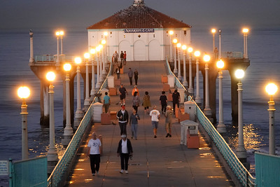 The Manhattan Beach Pier at dawn