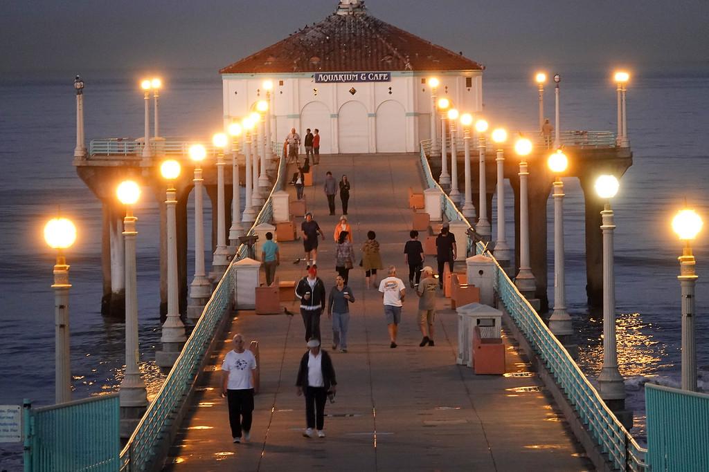 The Manhattan Beach Pier at dawn