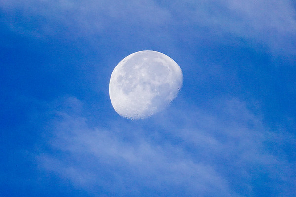 A shot of the Moon, handheld, on Sony RX10IV
