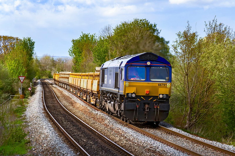 5th May 2021:  For the 2nd time today 66791 is working a departmental service to Eastleigh from Westbury.  6O31  left 7 minutes early at 17.23 and is pictured   4 minutes later at Dilton Marsh.  This locomotive is one of three that originally worked in Sweden.