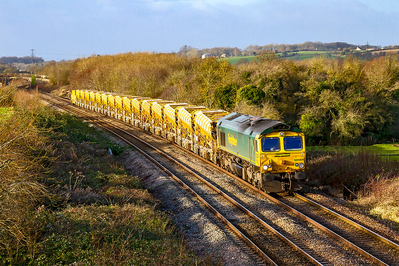 13th Dec 2019:  With the shortest day fast approaching and the sun,  at nearly it's lowest point, shinning it wa time to picture the morning HOBC wagons move fron Fairwater Yer to Westbury through Fairwood.  The set is powered by 66569 will return later after the wagons have received a ballast refill at the virtual quarry.