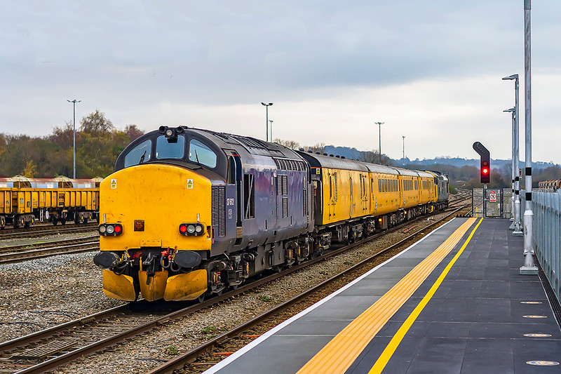 2nd Dec 2020:  Leaving Westbury is 37612 at the rear of 1Z22 the tester powered by 37610 that had started from Tyseley LMD at 08.21. It is on it's way to Weymouth where it will reverse and go to Bristol High Level Siding for an overnight stay before returning toi Tyseley..