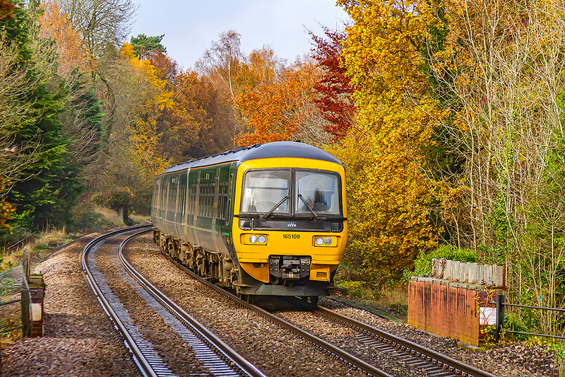 24th Nov 2918:  Rounding the down hill curve into Sandhurst is 165109 that is forming 2O71 the 11.47 from Reading to  Guildford.