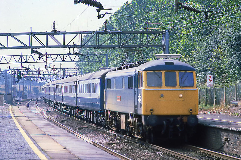 10th Aug 81:  86213 'Lancashire Witch' powers 'The Clansman' the 09.35 Euston to Inverness though Tring