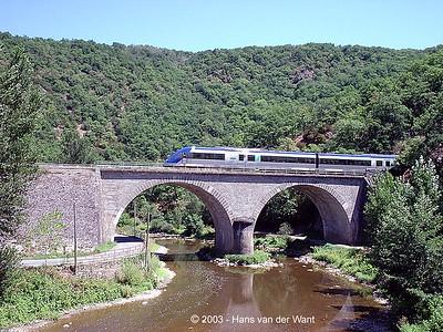Regional on the bridge outside Monteils.