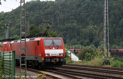 An ironore train from Trier to Koblenz on the bridge over the Mosel just outside Bullay station (8 sept 2017).