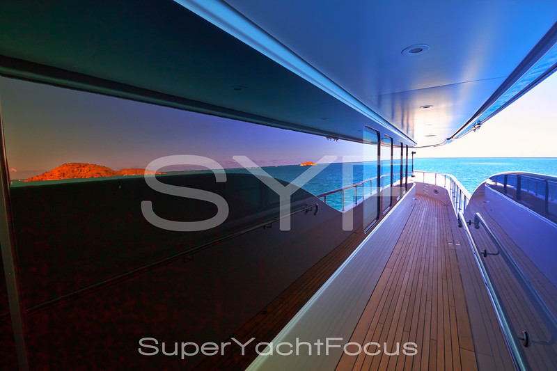 Sidedeck with glass reflections