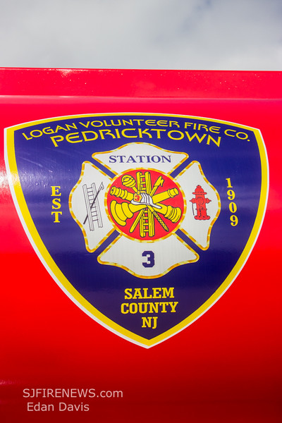 Pedricktown, Salem County NJ, Tender 3-5, 1995 Peterbilt - 1972 Freuhauf, 8500gal  (C) Edan Davis, www sjfirenews com  (7)