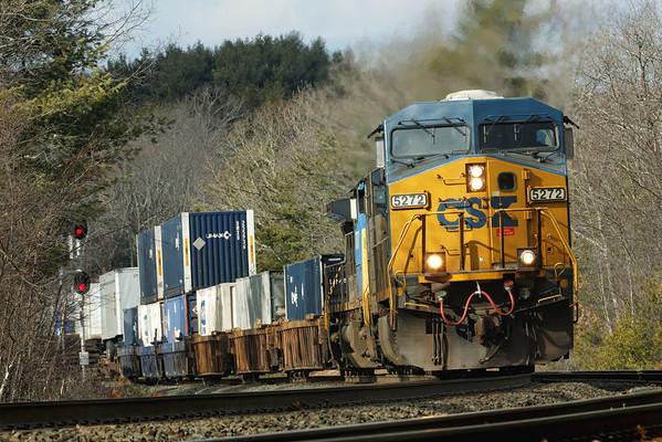 CSX train Q022 through the signals at MP60, Spencer, MA. 1/31/2013 - 598C5783dK