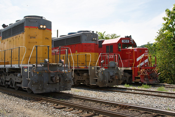 Another rainbow lineup in Palmer, MA - NECR 2716, NECR (CT Southern) 2771 and a visitor from the North - Vermont Railway 303. 7/28/2013 - 598C3646dK