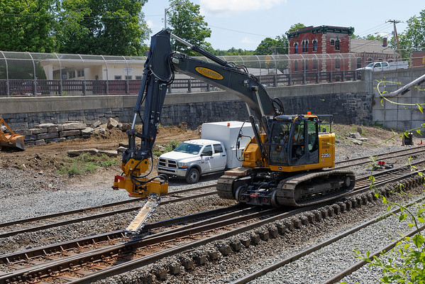 Track mounted undercutter for switches. 6/17/2013 - 598C0740dK