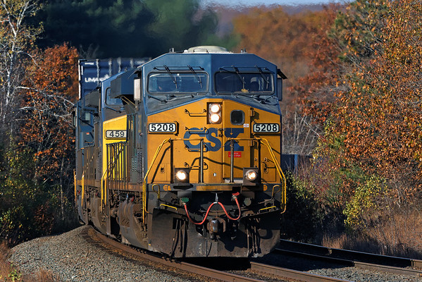 With 5208 on the point, Q022 comes east through the late season foliage at MP81, Palmer, MA, on the CSX Boston Line. 10/28/2013 - 598C9882dK