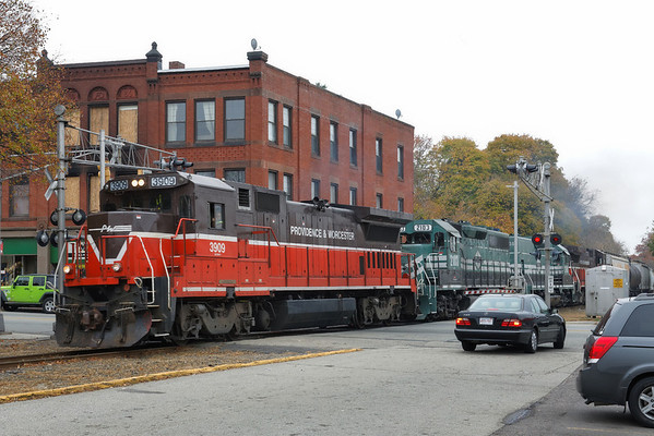 Two 'new' P&L units coming north through Webster, MA to add to the P&W mix. 10/31/2013 - 598C0022dK