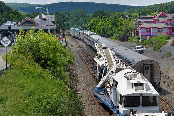 Next in the traffic lineup was Amtrak 449, the Lake Shore Limited. 6/9/2013 - 598C0601dK