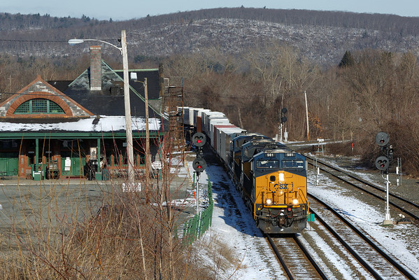 With the new boxcar logo on the nose, engine 981 leads CSX train Q012 through the signals at MP83, Palmer, MA. 3/22/2013 - 598C7442dK