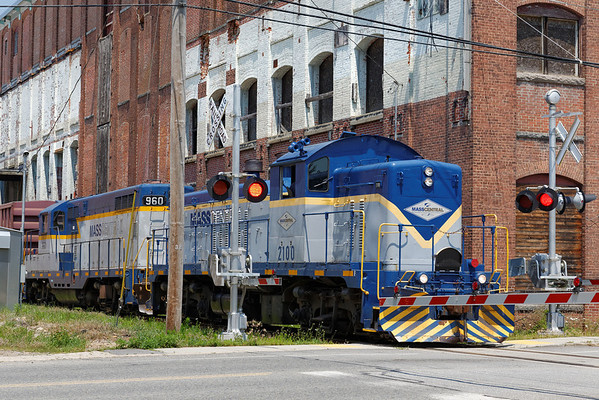 Mass Central - Ware to Barre: pulling out after spotting cars at the mill complex in Barre Plains. 7/17/2013 - 598C2576dK