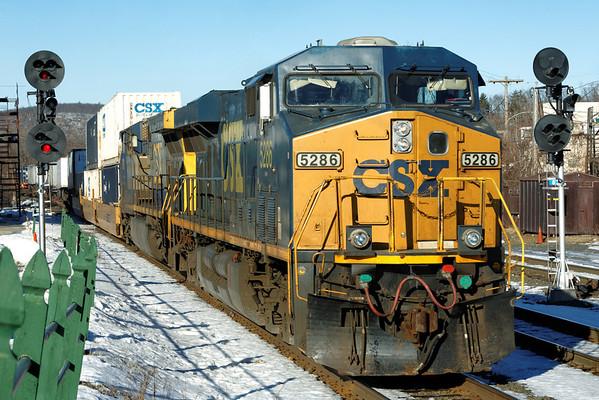 CSX train Q022 rolls through MP83, Palmer, MA on the CSX Boston Line. 1/10/2013 - 598C5605dK