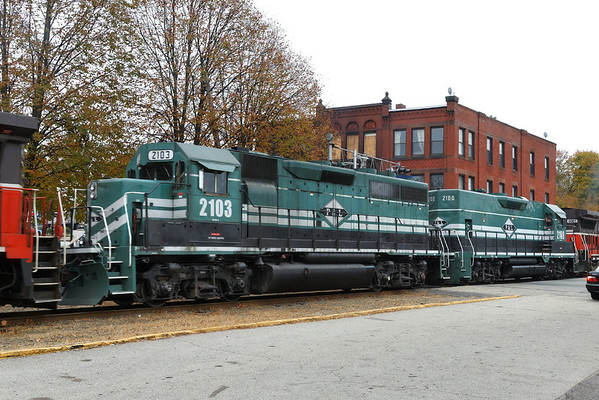 Two 'new' P&L units coming north through Webster, MA to add to the P&W mix. 10/31/2013 - 598C0028dK