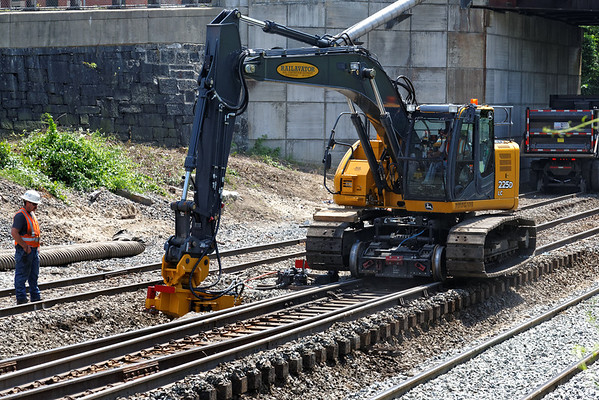 The switch undercutter reaches all the way through beneath both tracks. 6/17/2013 - 598C0741dK