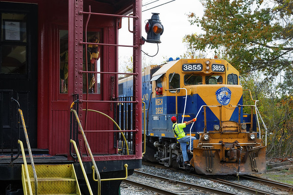 NECR 3855 switching in their yard next to the Steaming Tender Restaurant at MP83 on the CSX Boston Line. 10/15/13 - 598C8850dK