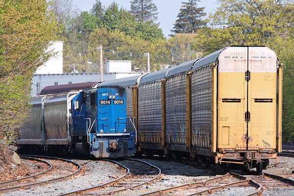 Since there continues to be a traffic drought on CSX, I spent a few hours on the B&M yesterday in Gardner, Ayer and at the construction site at Wachusetts. Peeking out from behind a line of racks in the Gardner yard was GATX 9014. Unknown if it was going to, or coming from the P&W. 5/20/2016 - 598C8158dK