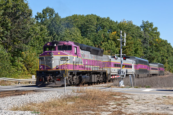 In between the freight moves, there's always plenty of commuter action in Ayer.<br /> 10/7/2016 - 598C6395dK