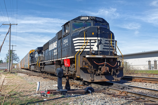 In Ayer, train 28N was tied down east of the Willows, near the entrance to the auto yard. 4/21/2016 - 598C7032dK