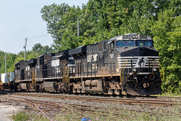 Switcher AY-1, the power for 23K, working in Ayer, MA. We'll see this lineup again later in the day. 7/12/2016 - 598C0452dK