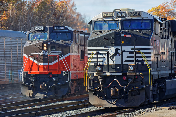 P&W train WOGR was right on time picking up the cars from 28N which had canned in the Gardner yard. 10/31/2016 - 598C7316dK