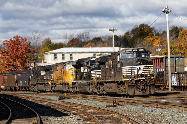 Dist. 3 held POED at Parkers to allow NHB-18, the loaded coal train, to come into the yard. Power was NS9563, NS1095, UP5037 and NS9123. 10/31/2016 - 598C7182dK