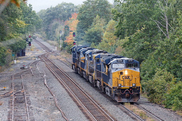 Q264 light power backs down on the controlled siding at MP64 in East Brookfield, MA. 10/4/2016 - 598C6349dK