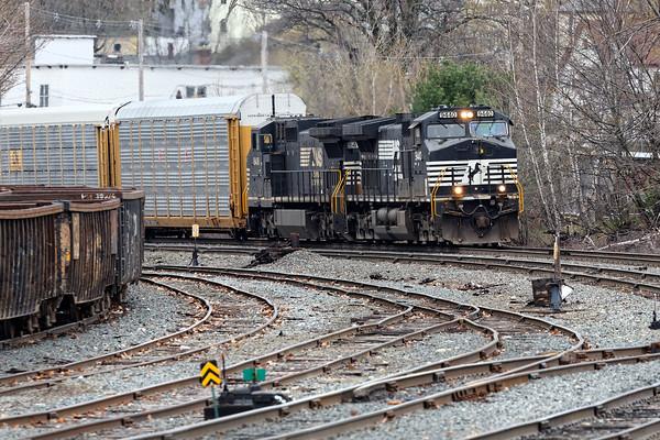 Train 28N pulls into the yard in Gardner, MA. 5/3/2016 - 598C7609dK