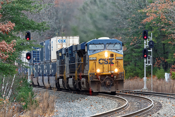 CSX train Q020 splits the signals in the S-curves at MP60 against what has become a rather drab background - soon to be white?<br /> 11/16/2016 - 598C7847dK