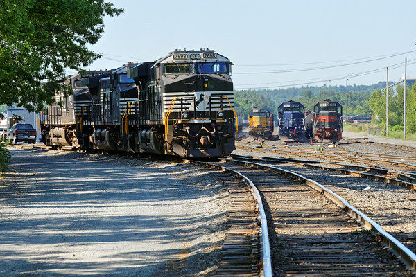 I happened to go through Ayer last Friday morning and although the railroad was pretty quiet, the usual suspects were lined up at the ready in the Hill yard. 6/24/2016 - 598C9585dK