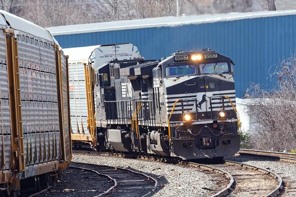 Train 28N eases into the Gardner, MA yard. 3/31/2016 - 98C5874dK