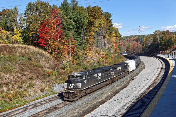 """Train AYED climbs the hill at Wachusett curve. The views from the new """"T"""" station are great, with good light all day long. 10/19/2016 - 598C6886dK"""