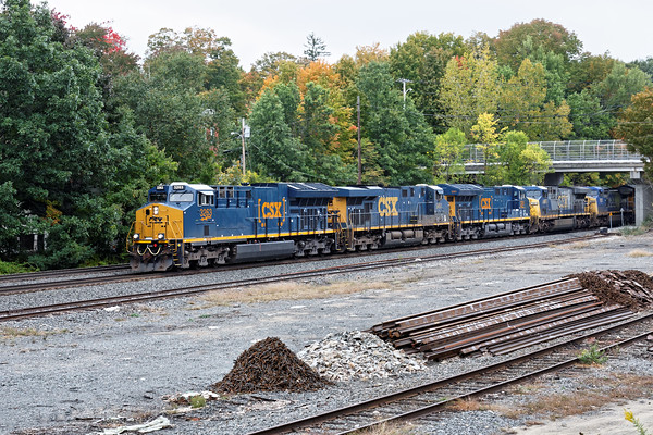 And they keep coming and coming...<br /> Q264 light power, which is usually two units, eases into MP64 in East Brookfield, MA. 10/4/2016 - 598C6344dK