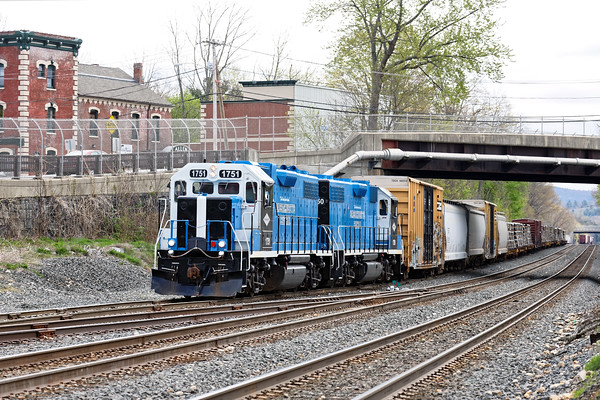 MCER 1751 and 1750 ease out of the CSX yard at MP83 with a hefty cut of cars to go north. 5/6/2016 - 598C7663dK