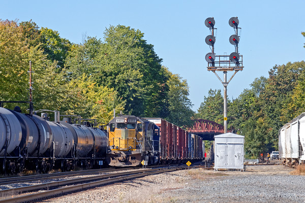 Under an ancient signal tower, train EDPO waits for 287 to run by before heading east. 10/7/2016 - 598C6385dK