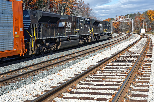 Later in the day, there was yet another 28N tied down in the hole on the main just west of the new signal bridge at Wachusett. Pretty busy place and they were storing trains everywhere... 11/5/2016 - 598C7507d2K