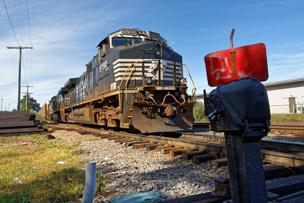 Train 28N at the transfer facility near the Willows in Ayer. 9/21/2016 - 598C6017dK
