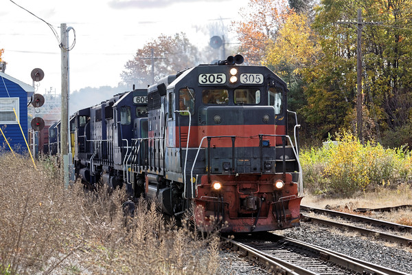 I spent a few hours in the Gardner area yesterday. First up was POED with 6 units and lots of slurry cars. 10/31/2016 - 598C7167dK