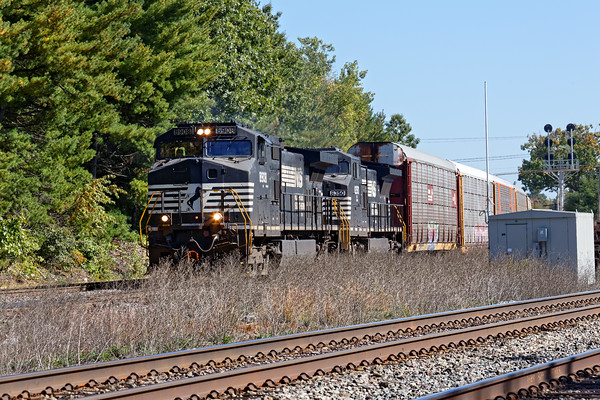 Featuring two NS units running elephant style, train 287 runs through the Willows in Ayer, MA. 10/7/2016 - 598C6377dK