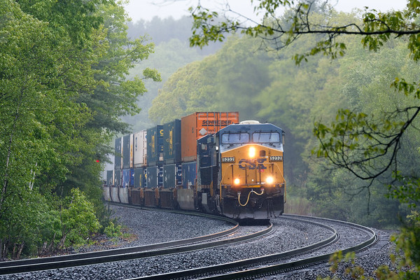 Train Q022 cuts it's way through rain and fog as it hits the S-curves at MP60 in Spencer, MA. 5/25/2017 - 598C2141dK